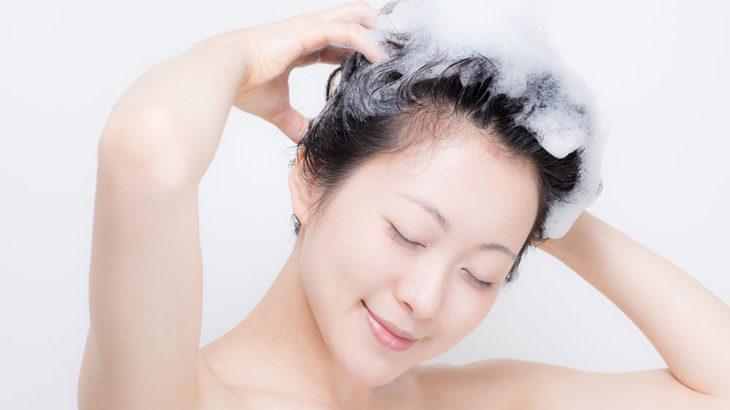 頭皮はこすらず、もみ洗いで抜け毛防止。