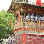 災いから身を守り、生きる力を培ってきた祇園祭の赤。
